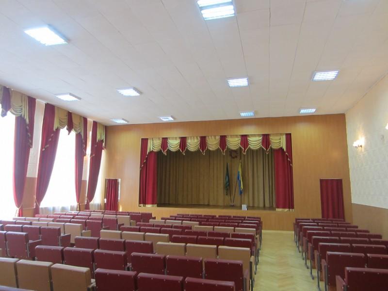 Ремонт актового зала для школ